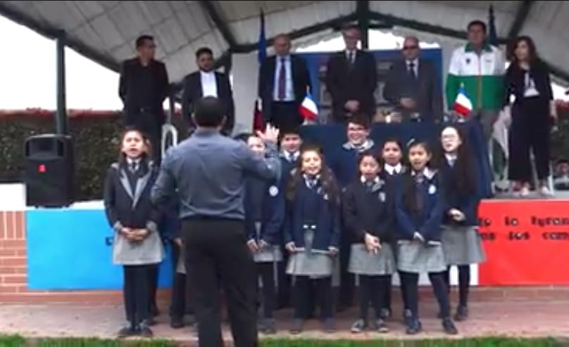"""Himno de Francia; """"La Marsellesa"""", interpretado por estudiantes de grado quinto."""